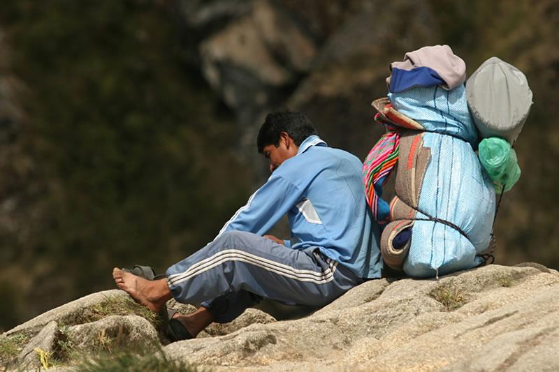 porteador camino inca Machu Picchu